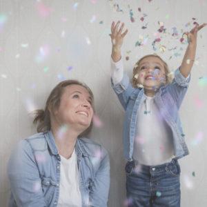 Mama y hija felices